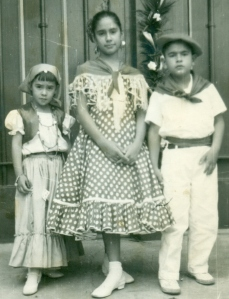 i. a d. Hijos Claudia, Maricarmen y Gonzalo Infante Castañeda