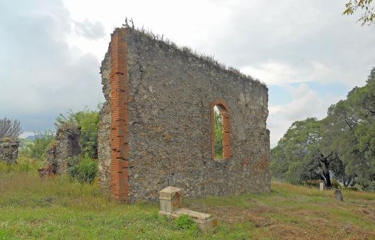 Muro,  restos capilla panteón nuevo