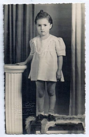 Laura Luna circa 4 años de edad.