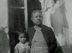 Laura Luna y abuela Francisca Montaño Vda. de Castañeda