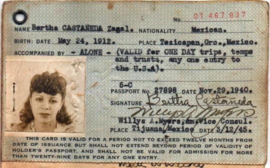 Vida adosada al pasaporte 27898. Firma B. Castañeda