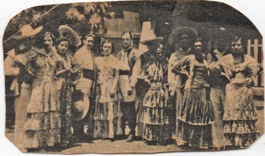 Bertha, la tercera de izquierda a derecha